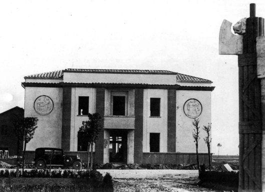 Latina (Littoria) casa del combattente